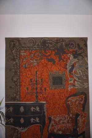 tapisserie installée sur mur